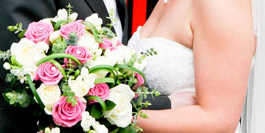 Wedding Flowers In Cheltenham : Bouquets bumblebeez florist cheltenham